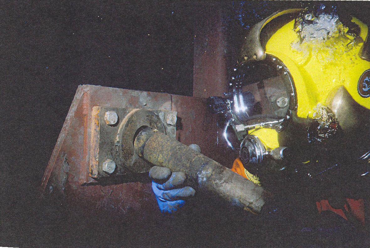 Diver_repairing_foot_shaft.jpg?noresize