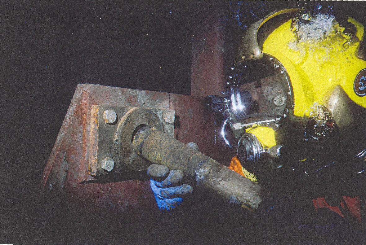 Diver_repairing_foot_shaft.jpg?noresize