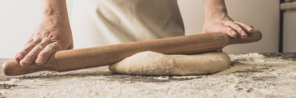 flour-on-rolling-pin